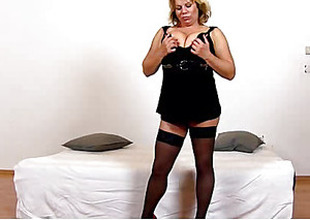 Big tits cougar Silvy Vee pussy eating