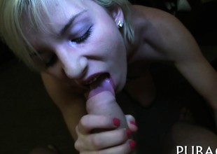 Hungry stud receives to example fascinating women fuck hole