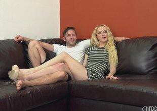 Iris Rose lets a guy pound her pussy then fuck her feet