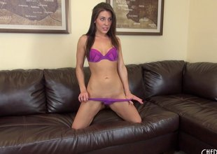 Gracie puts on a sizzling hot cam show with her vibrator