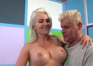 Sexy blonde Gigi Allens Acquires Down for a crazy drilling blowjob