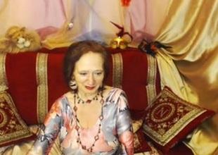 Old and filthy slut on webcam masturbates despite her age