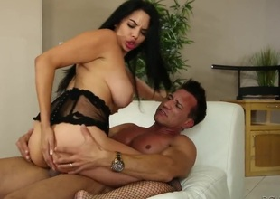 Marco Banderas gets pleasure from fucking Missy Martinez in her hot mouth