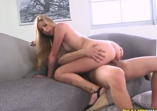 Golden-haired Sonny Nash cant resist the desire to take heavy money discharged on her face