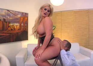 Julie Cash has some time to give some pleasure to hard dicked bang buddy Tom Byron