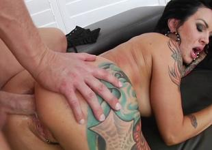 Inked Lola Luscious got assfucked