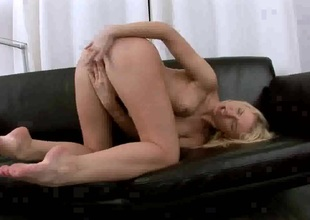 Catia is likewise horny to stop dildoing her wet spot