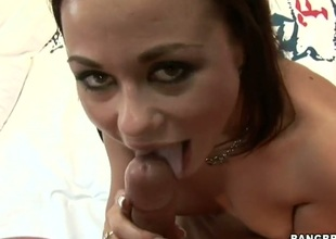 Dark brown Gioia Biel feels intense sexual while giving tugjob
