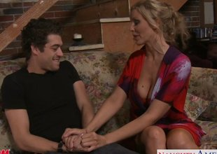 Beauty Mom Julia Ann Receives Big Zeppelins Jizzed