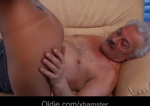 Porn casting for amateur old guy fucking youthful Erica Fontes
