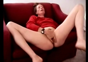 Milf Squirter releases a fountain of juices